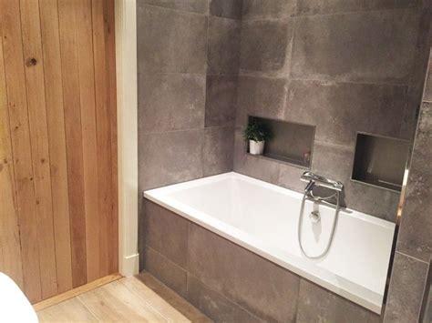 badkamer hout en betonlook badkamer keramisch parket betonlook tegels betonlook1