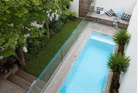 ideas de decoracion como tener una piscina en  patio pequeno idealistanews