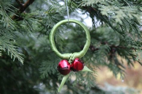 Easy Holiday Kids Crafts - jingle bell ribbon wreath ornament make and takes