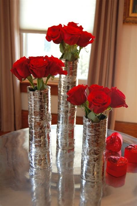 Putting Roses In A Vase by How To Arrange 1 Dozen Roses The Of Doing Stuffthe Of Doing Stuff