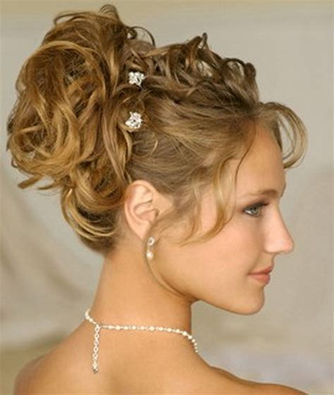 hairstyles medium curly hair easy easy hairstyles for curly hair