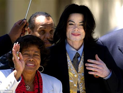 Smith Fails To Pay For Sons Autopsy by Michael Jackson S Katherine 83 Is Ordered To Pay
