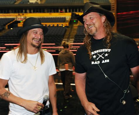 kid rock back tattoo kid rock and trace adkins photos photos 2010 cmt awards