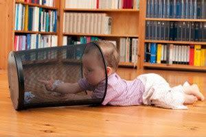 ab wann krabbeln kinder krabbeln lernen was beachten wenn baby krabbeln lernt