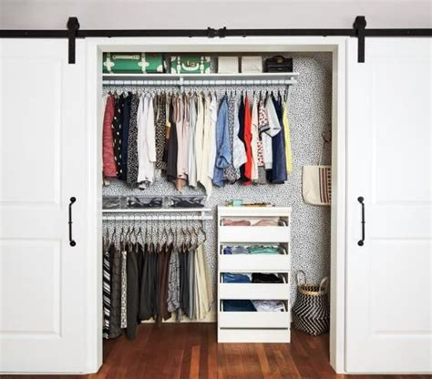 Organizing A Closet With Sliding Doors by Best 25 Sliding Closet Doors Ideas On