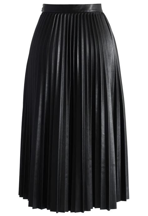 pleated faux leather midi skirt in black retro