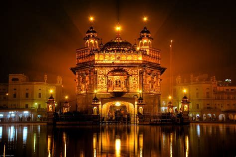 Golden Temple   The Golden Temple in Amritsar shines out
