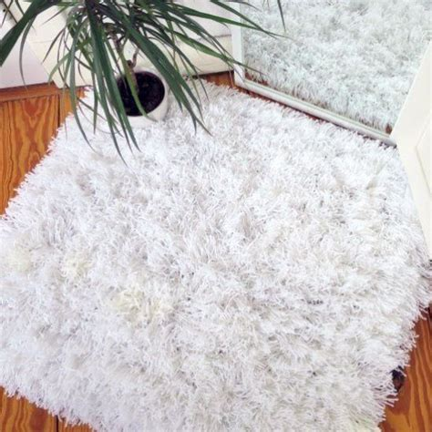 how to make a yarn rug best 25 rug yarn ideas on