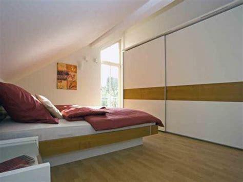 schräge im schlafzimmer gestalten wohnideen schlafzimmer mit schr 228 ge