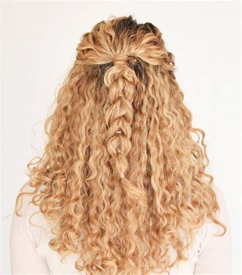 Easy Hairstyles For Curly Hair by 9 Easy On The Go Hairstyles For Naturally Curly Hair Byrdie