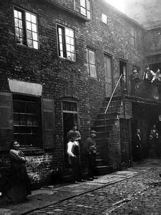 Dufton´s Yard, Leeds in the 19th C © Leeds Library and
