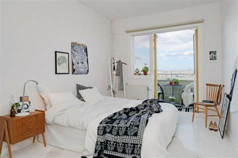 schlafzimmer mit schwarzen möbeln trendy apartment in stockholm schwarz wei 223 e einrichtung