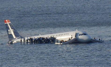 Miracle Landing On The Hudson Tom Hanks In About Hudson River Plane Crash Business Insider