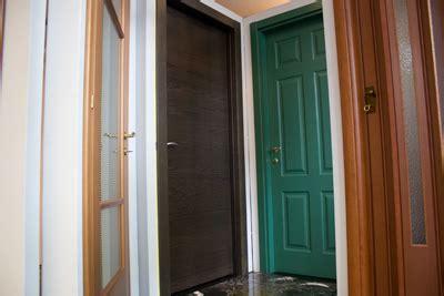 posa porte interne porte infissi installazione porte e serramenti porte