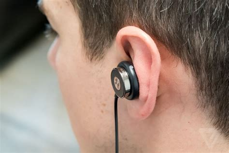 best earbuds the verge these earbuds custom fit to your ears in 60 seconds the