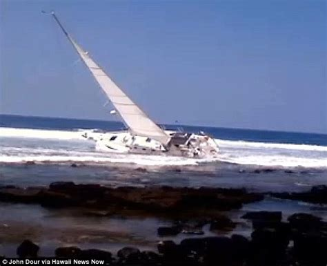 boat crash hawaii blind sailor john berg crashes boat off hawaii coast after