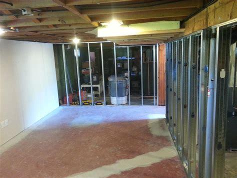 build a basement wall building out basement walls build basement walls vendermicasa