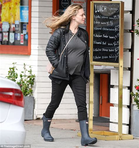 amanda seyfried how old is she amanda seyfried shows off her pregnant belly in la daily