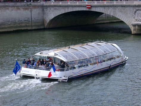 boat cruise seine seine river cruise