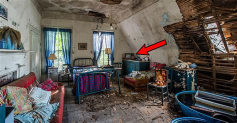 hoarder house photographer captures creepy pictures inside this abandoned hoarder house