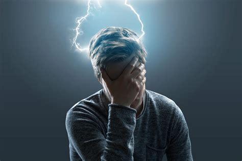 fitte alla testa sintomi e legame con l emicrania