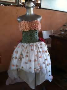 trajes hechos con material reciclable vestido asimetrico para quincea 241 era ecologica hecho con