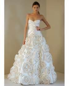 Monique lhuillier wedding dresses 2011 always provides outstanding