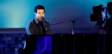 rock the boat hues corporation chords lionel richie will play hilton s marriage smooth