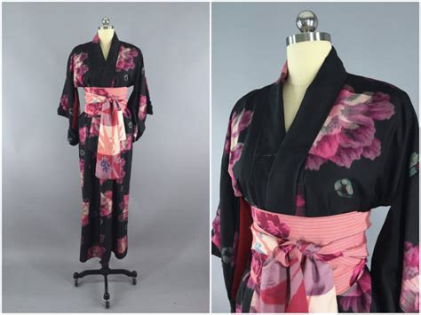 pink and black patterned kimono vintage 1930s silk kimono robe 30s dressing gown black