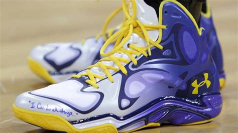 Stephen curry shows off a new colorway of the ua anatomix spawn