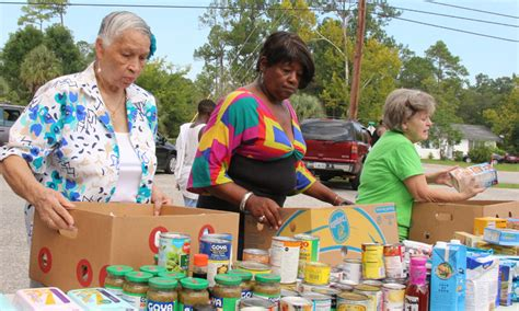 Free Food Giveaway - hundreds turn out for free food giveaway with photo gallery northescambia com