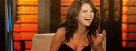 Vd Dress Selena 10 hilarious gifs of our fave crackin up 2 j 14