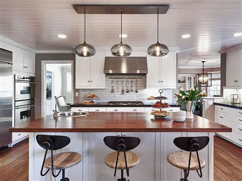 kitchen pendants lights over island how many pendant lights should be used over a kitchen island