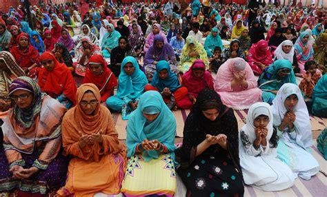 august 20 photo brief muslims celebrate eid al fitr el