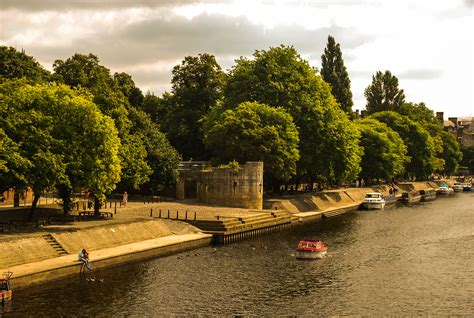 boat cruise york uk win a red boat hire with city cruises york mumbler