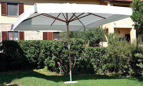 ombrelloni per terrazzo grandi ombrelloni per esterni giardino terrazzo piscina