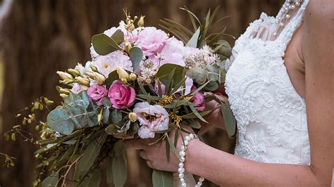 mazzo fiori sposa succede in costiera amalfitana la sposa si canta da sola