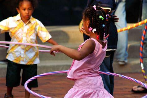 imagenes de niños jugando hula hula hula hoop wikipedia la enciclopedia libre