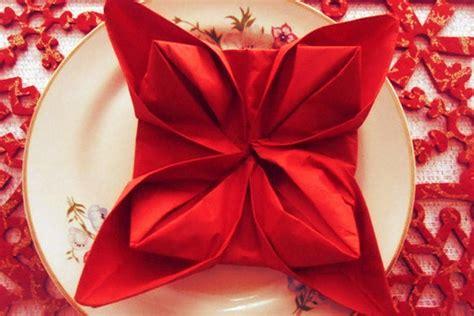 Piegatura Tovaglioli Di Stoffa by Come Piegare I Tovaglioli A Forma Di Stella Di Natale