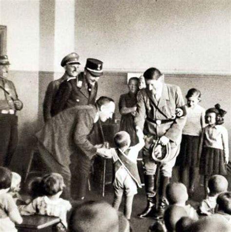 sejarah biografi hitler foto foto quot manusiawi quot seorang hitler yang coba dihapus
