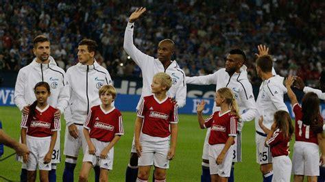 Jaket Hoodie Adidas Zne Anthem Real Madrid Juventus Mu adidas teams debut zne hoodie footy headlines