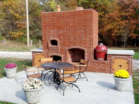 outdoor pizza oven in brick wood fired traditional
