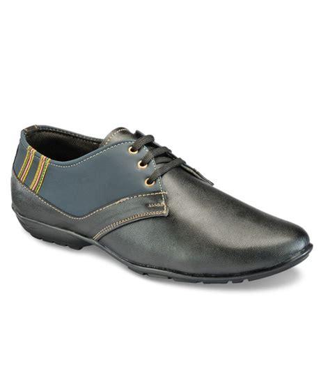trendy shoes yepme trendy black casual shoes price in india buy yepme