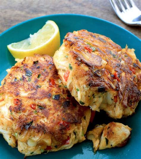 easy crab cake recipe best 25 crab cakes ideas on pinterest old bay crab
