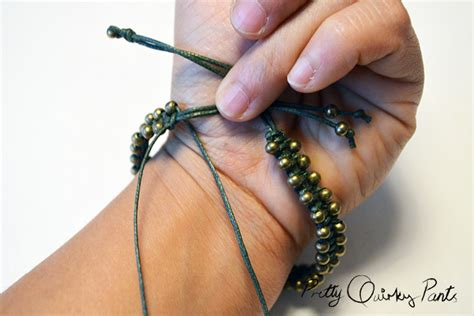 Macrame Finishing Knots - pretty diy beaded macrame bracelet