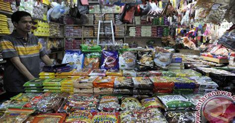Karpet Di Pasar Bawah Pekanbaru berburu camilan impor di pasar bawah pekanbaru okezone