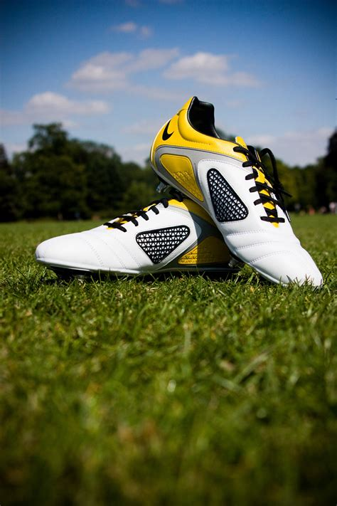 how to buy football shoes how to find the best youth soccer cleats soccer