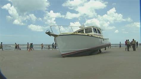 boat crash daytona beach stolen boat crashes full speed onto daytona beach with no