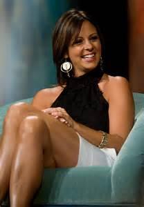 Sara lynn evans born february 5 1971 is an american country singer