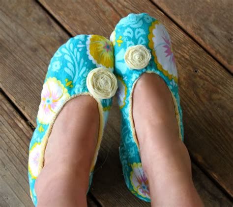 How To Make Handmade Slippers - last minute handmade gift ideas and sew we craft
